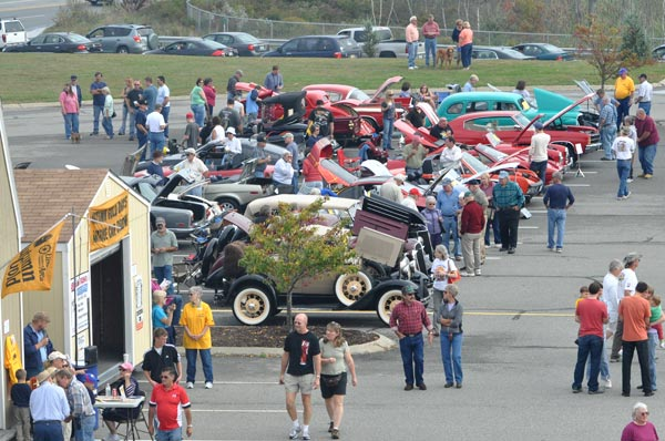 autumn-gold-car-show